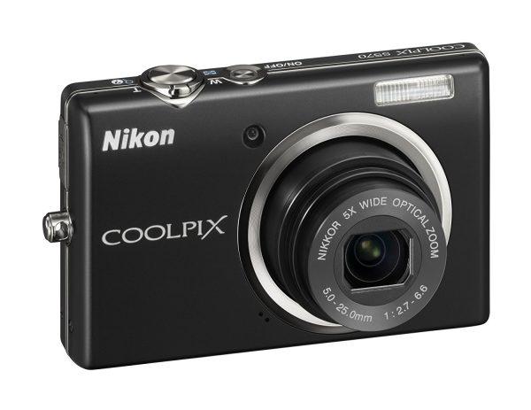 Nikon S570